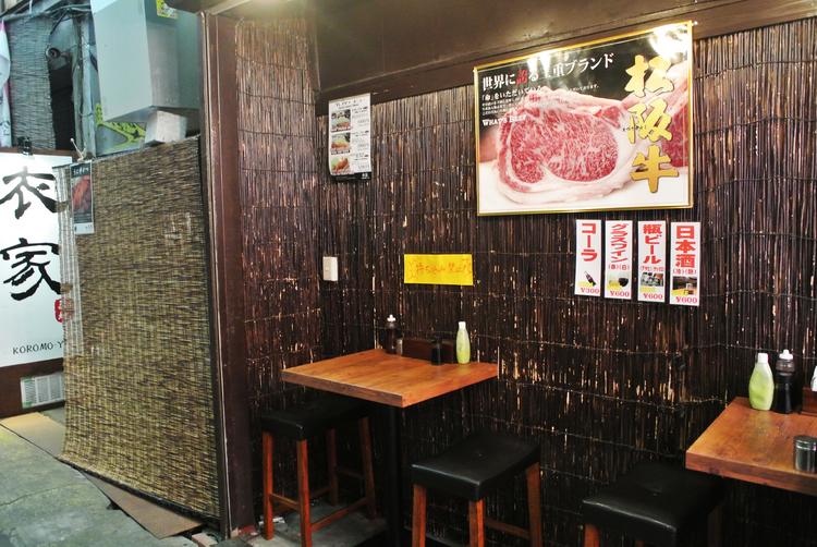 松坂牛のポスターが目印の【衣家】入口